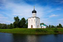 Eglise de l'Intercession de la rivière Nerl en été