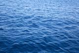 Tiefe blaue See - Hintergrund blau mit Wellen als Textur