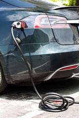 Elektrofahrzeug an der Ladestation