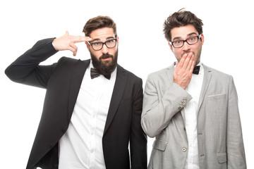 junge Geschäftsmänner haben sich verplappert