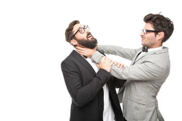 zwei Geschäftsmänner kämpfen miteinander
