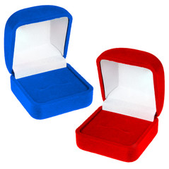 Open red and blue velvet boxes