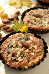 Small tarts in metal shapes, shells filled with nuts .