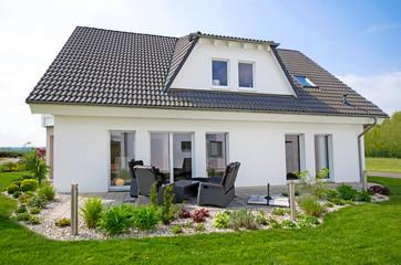 Wohnhaus mit Gartenterasse