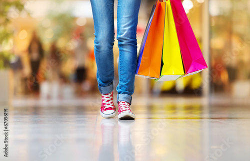 Girl with shopping bags - 67056191
