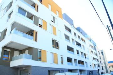 Appartement standing blanc jaune