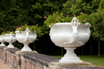 decorative flowerpots with the motif of the woman