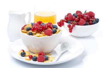 cornflakes with berries, milk and orange juice