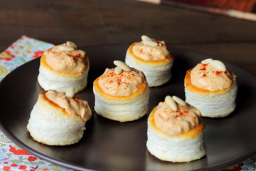 Vol-au-vents with seafood pâté, paprika and pine nuts
