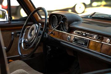 klasik araba iç görüntü