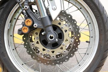 ruota e forcella particolare costruttivo di motocicletta