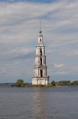Затопленная колокольня Никольского собора . Калязин