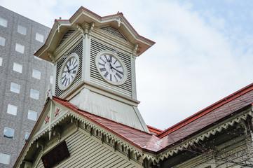 春の札幌時計台