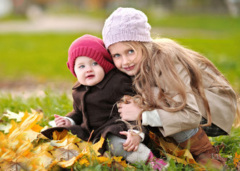 portrait of two sisters in a park in autumn