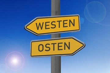 Richtungsschild Westen Osten