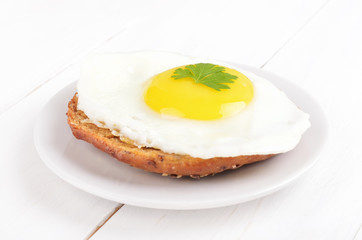 Sandwich with fried egg and parsley