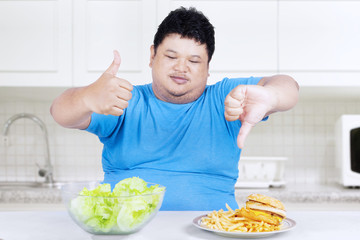 Man showing healthy and unhealthy food 1