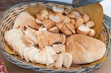 Pane nel cestino