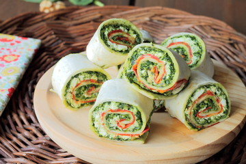 Wrap sandwich with pesto, lunchmeat and ricotta