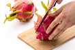 Wie schneidet man eine Pitaya?