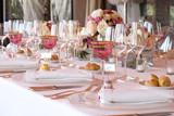 preparazione decorazione tavole per cerimonie eventi