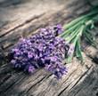 Lavendel auf Holz (Vintage)