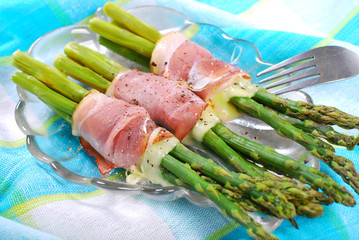 green asparagus with ham mozzarella