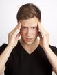canvas print picture - Junger blonder Mann hat schmerzen