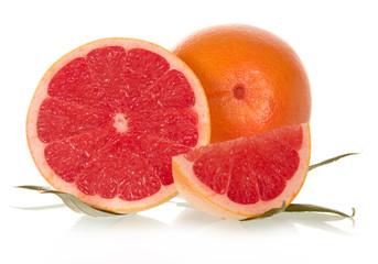 Whole cloves and grapefruits with leaves
