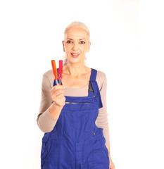 Heimwerkerin mit Schraubenzieher