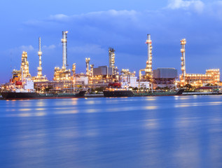 beautiful lighting of oil refinery industry plant