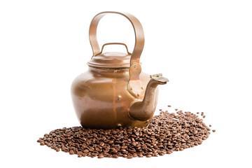 Kaffeekessel und Kaffeebohnen