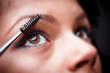 ������, ������: Applying mascara