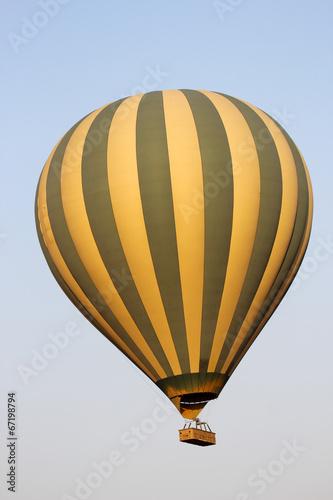 Fotobehang Ballon Flying green and yellow hot air balloon