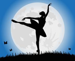 ballerina che danza sotto la luna piena