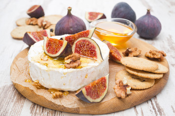 fresh camembert cheese with honey, figs and crackers