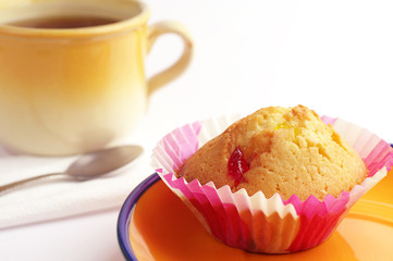 Tasty muffin and tea