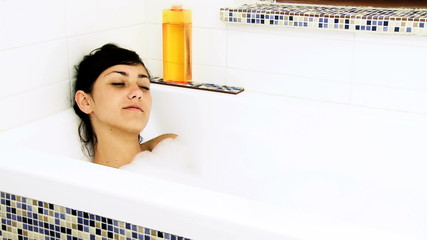 Young woman relaxing in bath tub