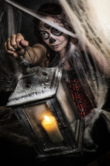 Sugar Skull junge Frau, Spinnweben, Laterne