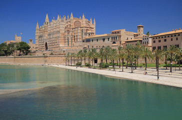 Park-de-la Mar and Cathedral . Palma-de-Majorca, Spain