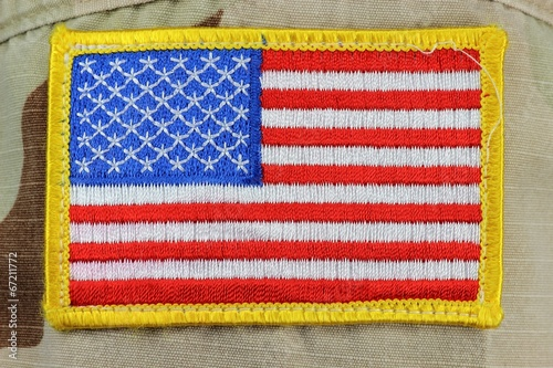 US Flagge auf Wüstentarnuniform - 67211772