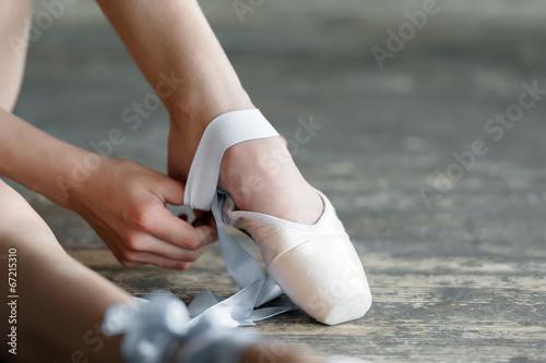 fototapeta na ścianę Zdejmując buty balet po próbie lub wykonania