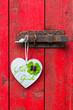 Herz mit vierblättrigem Kleeblatt an Türriegel, Viel Glück