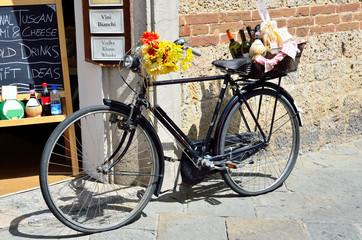 bicicletta antica e vini tipici, siena
