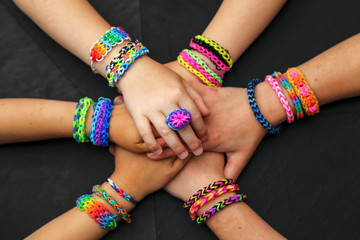 faire des loom bands ensemble 1