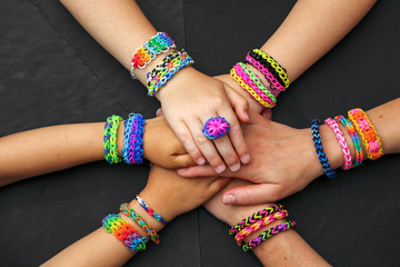 faire des loom bands ensemble 2