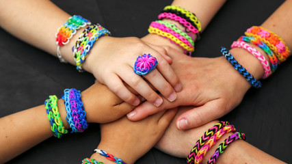 faire des loom bands ensemble 3