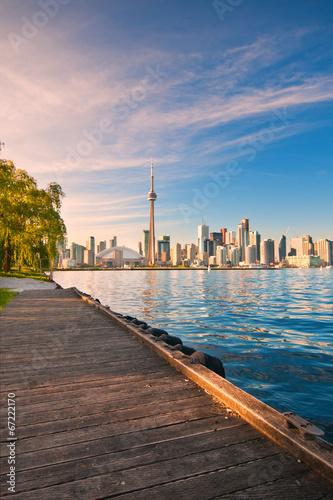 Stampa su Tela Toronto skyline over ontario lake