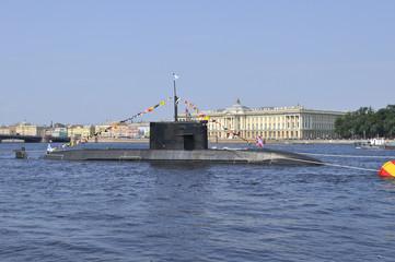 Подводная лодка в акватории Невы. Санкт-Петербург