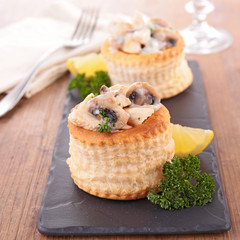 puff pastry filling with mushroom and chicken